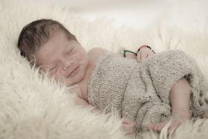 newbornshooting koenigswinter, schlafendes Baby