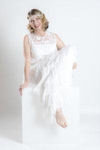 Studioportrait im weissen Kleid
