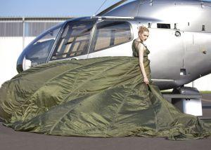 Designkleid mit Hubschrauber